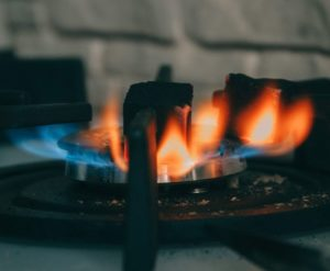 Propane burner with an irregular yellow-blue flame